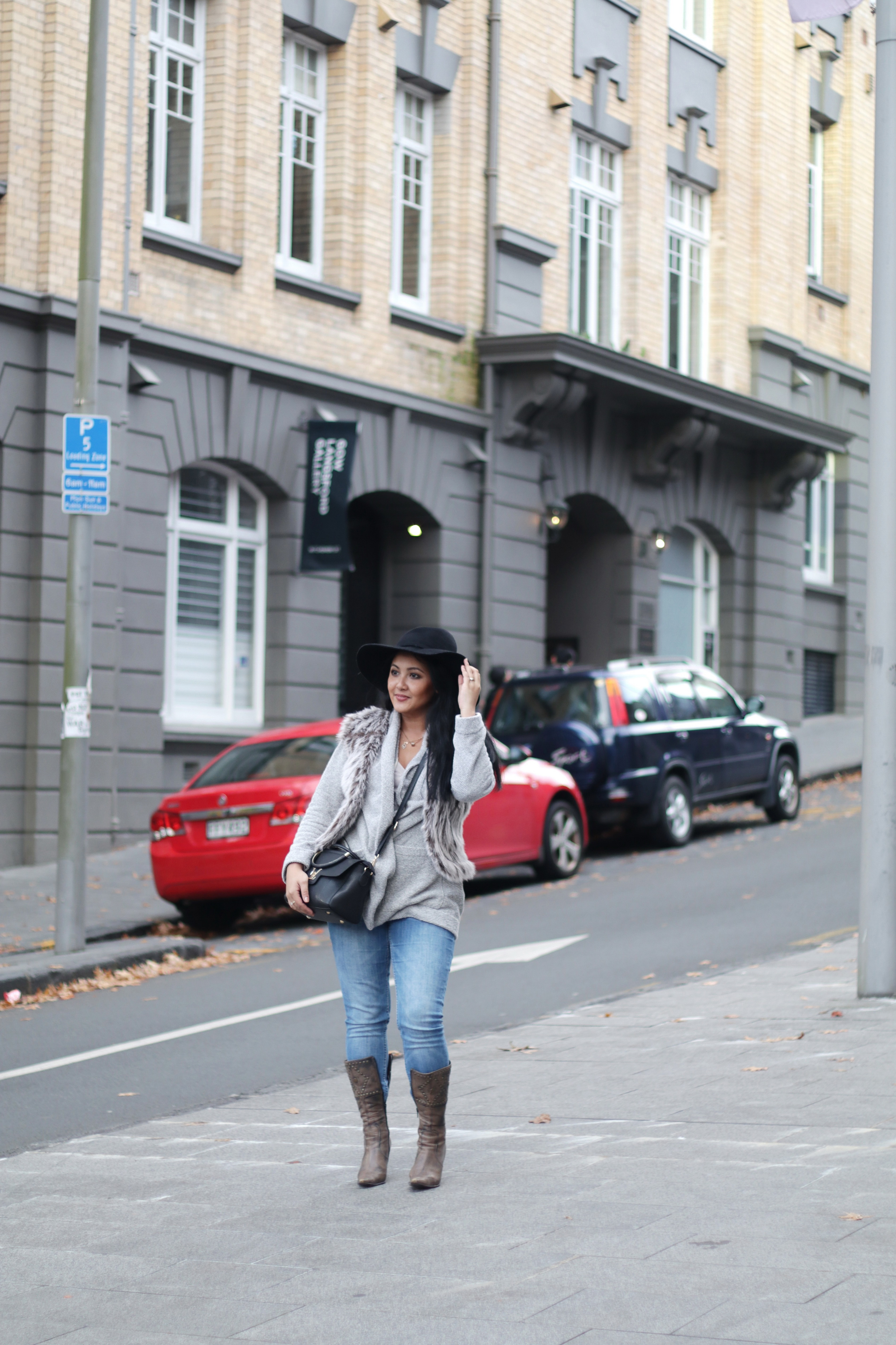 Paris Chic Style How To Wear A Faux Fur Vest Parisian Chic Style Everyday Fashion Streetstyle 12_resize