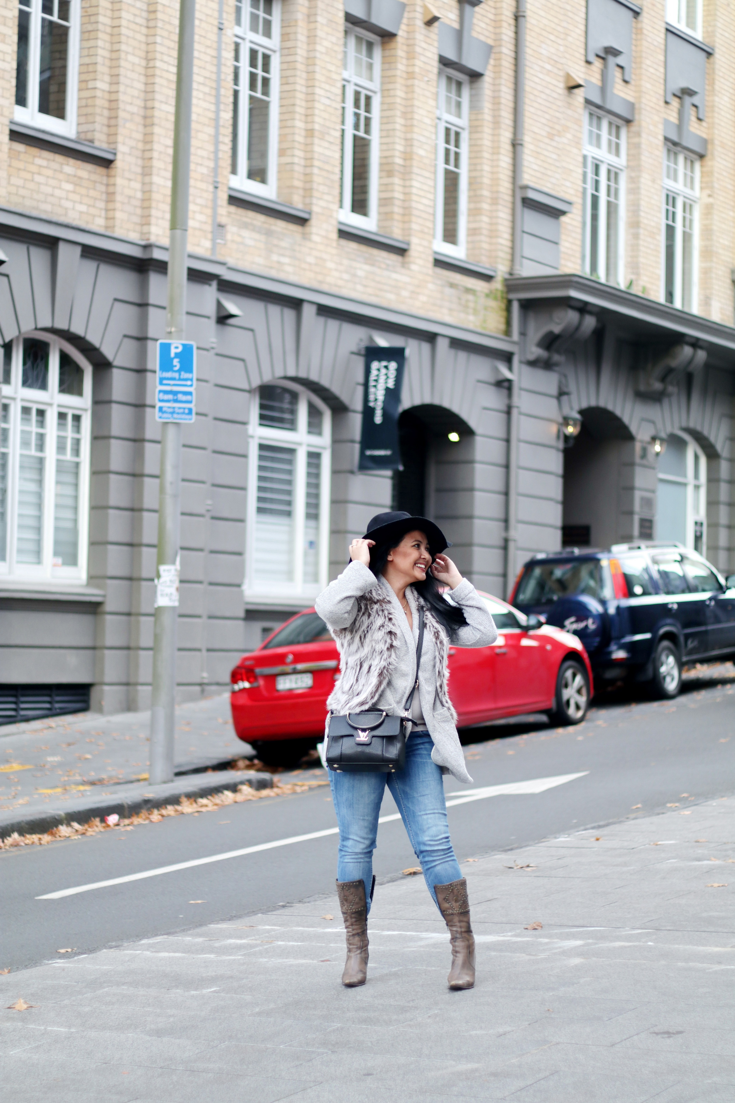 Paris Chic Style How To Wear A Faux Fur Vest Parisian Chic Style Everyday Fashion Streetstyle 13_resize