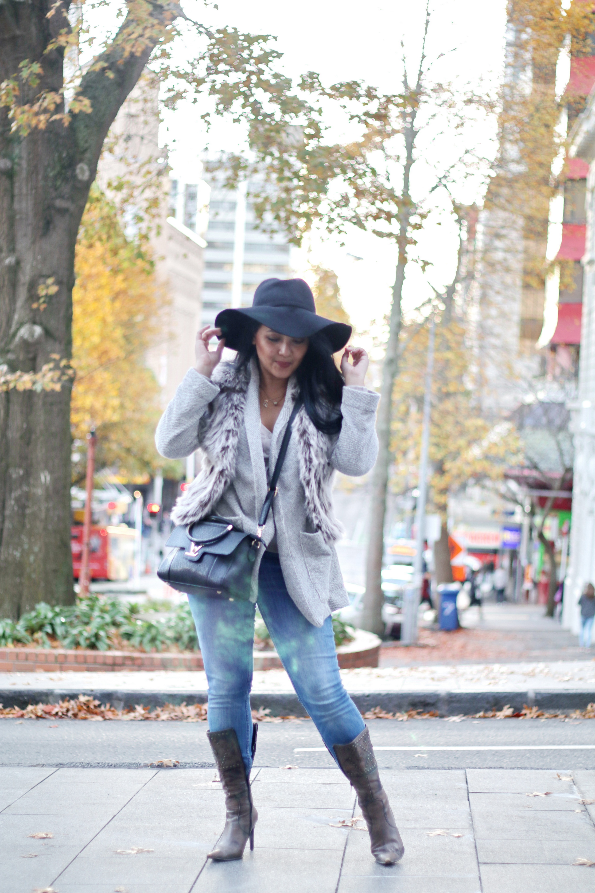 Paris Chic Style How To Wear A Faux Fur Vest Parisian Chic Style Everyday Fashion Streetstyle 4_resize