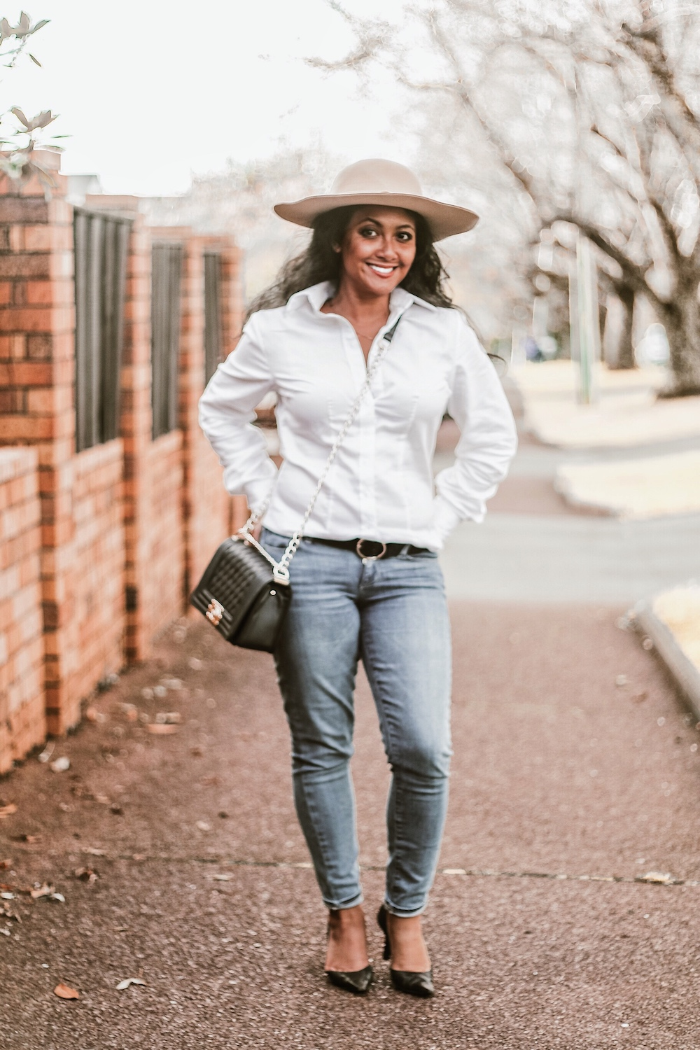 Parisian Style Best White Shirts For Women French Style Classic Women's White Shirt Paris Chic Style Button Down Long Sleeve Shirt White Skinny Jeans Auckland New Zealand StreetStyle Wear