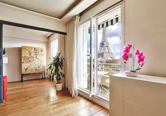 Best Airbnbs In Paris With Eiffel Tower View Balcony Street View Paris Apartment Paris Chic Style 2