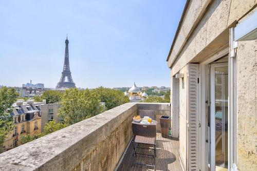 Apartment Hotel In Paris With Eiffel Tower View Big Balcony Terrace Where To Stay In Paris 7th Arrondissement Paris Chic Style