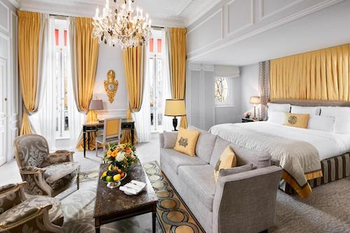Cheap Luxurious Hotel In Paris With Eiffel Tower View & Terraces Hotel Plaza Athenee Paris Chic Style